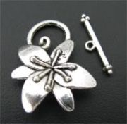 Fermoir toggle fleur d'argent 