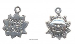 Breloques soleil '' MADE WITH A SMILE'' X 13 X 13 mm Qte : 2