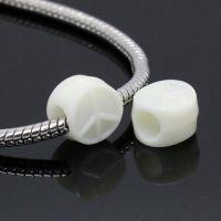 perles Acrylique  forme symbole paix couleur crème 18x18mm  X 10