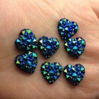 Coeur Résine bleu AB14mm Scrapbooking dos plat avec trous a coller ou coudre X 5