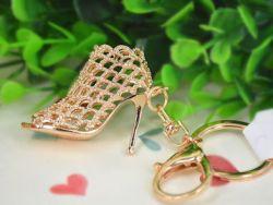 Chaussure ( anneau + pince accroche sac , ceinture ) 4.5 x 4 cm