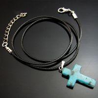 Collier Longueur: 42CM Epaisseur du pendentif: 5mm , Long 25 mm, Largeur 18 mm