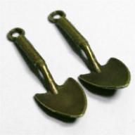 Breloque pendentif bêche  bronze 30X10mm Qte : 1