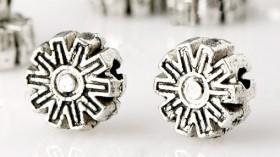 Perles intercalaires  Fleur en Argent tibétain 6.5 x 6.5mm  taille du trou = 1.5 mm Qte : 10