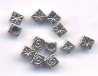 Intercalaires  Cube en Argent Tibétain 5x4mm taille du trou = 3.2 mm Qte : 10