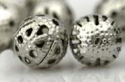 Perles Ajourées boules Filigrane métal Argenté 8mm  taille du trou = 0.8 mm Qte : 20