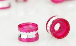 Perles Cylindre d'Aluminium Rouge fuschia et Argenté 4x6mm  taille du trou = 2 mm Qte : 10