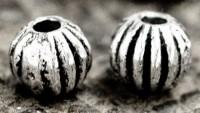 Intercalaires  Ronds en Argent Tibétain 4 mm  taille du trou = 1 mm X 10