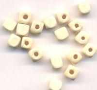 300 Perles en bois Cube blanc  6x6mm  ...taille du trou = 1.6 mm