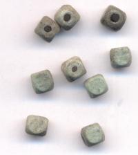 300 Perles en bois Cube bleu  6x6mm ...taille du trou = 1.6 mm
