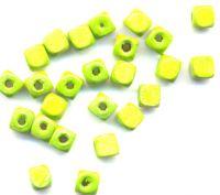 300 Perles en bois Cube vert  6x6mm ... taille du trou = 1.4 mm