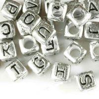 Perles Cube Lettre Acrylique Argenté 6x6mm   X 65