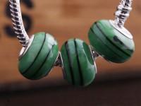 Perles Lampwork , perles de Murano et argent  15 x 9 et trou 4.5mm    green vert  X 10