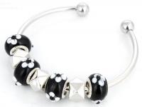 Bracelet perles lampwok 20 cm  fleur blanche et verte