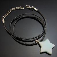 Collier Longueur:  42CM   Épaisseur 4 mm  taille étoile 18 mm