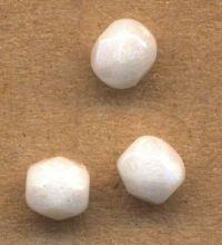 PERLES FACETTES DE BOHEME 4mm  WHITE OPAQUE AB X 100