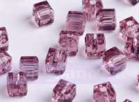 Cubes en crystal  fuschia 6 mm X 25